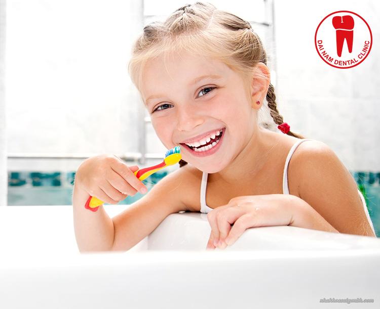 Vệ sinh răng miệng ít nhất 2 lần mỗi ngày