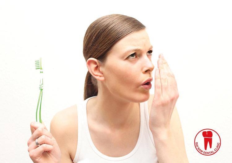 Viêm nha chu gây hôi miệng và các cơn đau răng kéo dài